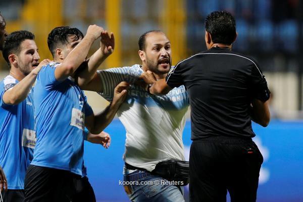 شاهد الحكم المصري ابراهيم نور الدين يتعرض للضرب في نهائي  البطولة العربية للأندية