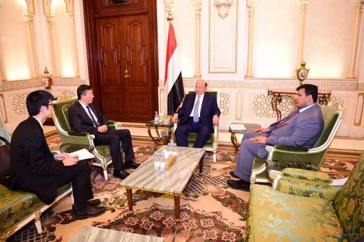 هادي يبحث مع السفير الصيني لدى اليمن اسهام الشركات الصينية في عملية اعادة البناء والاعمار