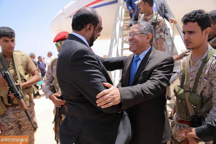رئيس الحكومة يزور مدينة الغيضة مركز محافظة المهرة للمرة الاولى منذ اندلاع الحرب في اليمن