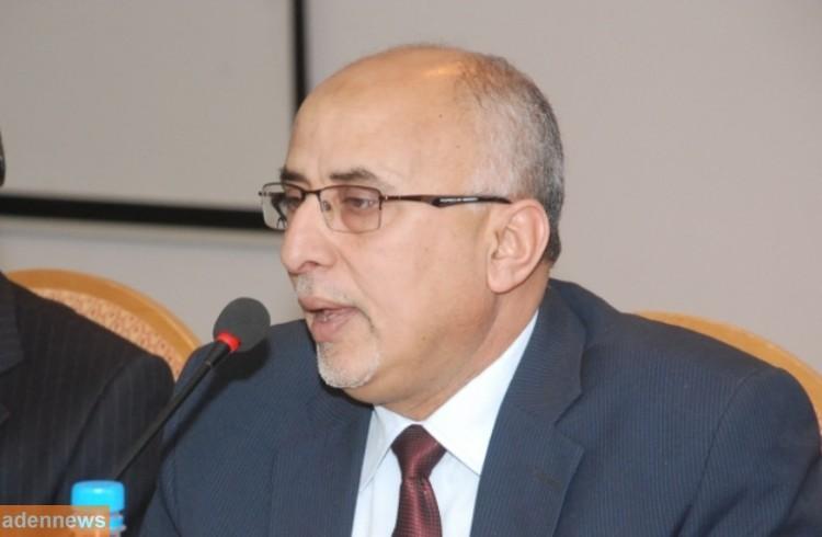 وزير الادارة المحلية يحتج على قيام برنامج الغذاء العالمي بالتعامل مع المليشيات مباشرة في صنعاء