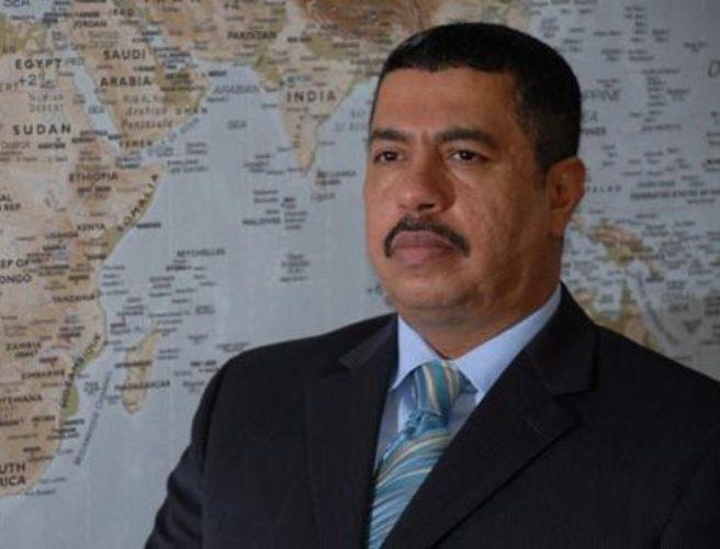بحاح يصف الحكومة بالحكومة المهترئة ويبشر بمجلس عسكري جنوبي