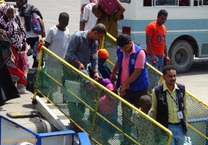منظمة الهجرة الدولية تجلي 151 صوماليا من اليمن من ميناء عدن