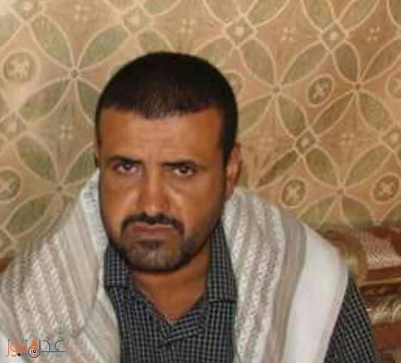 """طعن قيادي حوثي بالجنبية داخل محكمة في إب """"صورة"""""""