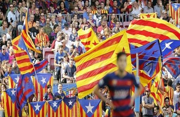 جماهير برشلونة تهدد بالنزول إلى الملعب في مباراة ملقا لهذه الاسباب