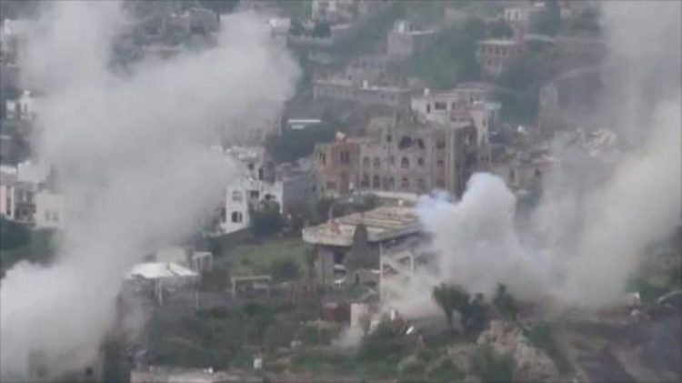 مليشيا الحوثي تقصف بالمدفعية قرى الضباب بتعز