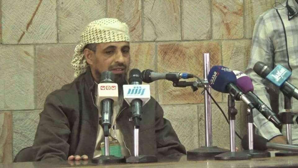 بعد ادراجه في قائمة ممولي الارهاب.. توقيف ابو العباس عن عمله وسحب الأسلحه التي بعهدته