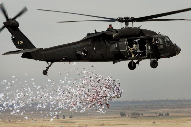 طائرات التحالف ترمي منشورات ورقية على الحديدة بعد كلام المخلوع صالح عن الميناء – صورة