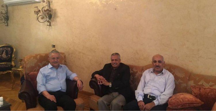 وزير الصناعة ووكيل وزارة التخطيط يطمئنان على صحة محافظ عدن