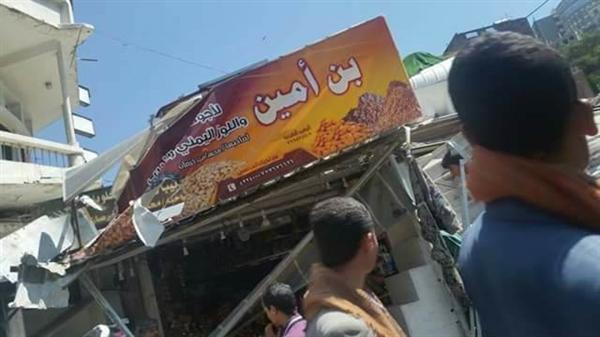 إب.. الحوثيون يزيلون الاكشاك والبسطات ويتسببون بخسائر كبيرة للمواطنين (صور)