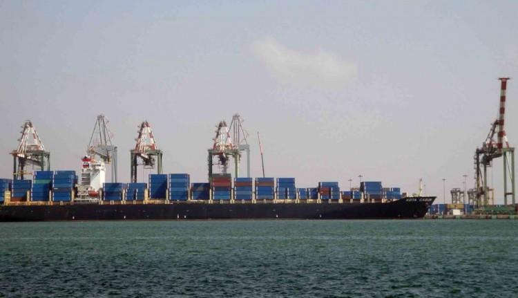 3 بواخر محملة ب42 الف طن من الديزل ترسوا في ميناء المكلا