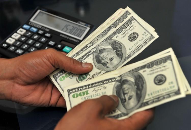 اسعار صرف العملات امام الريال اليمني في عدن وصنعاء اليوم السبت 15-2-2020