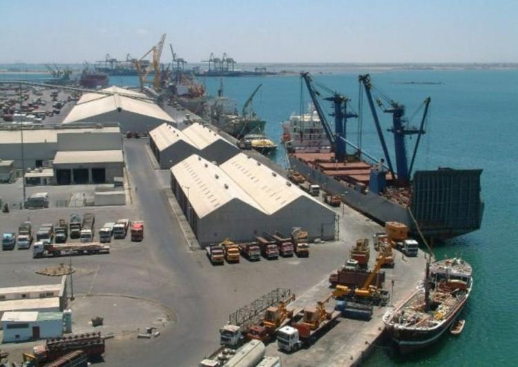 قوات التحالف العربي تعيد فتح ميناء محافظة عدن بعد يومين من إغلاقه