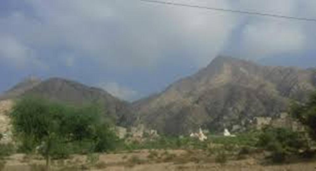 قوات الجيش الوطني تطوق مواقع الحوثيين في جبال شعب بمحافظة لحج