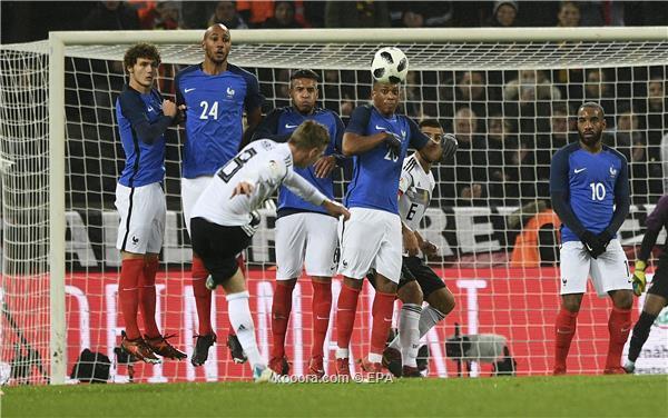 المانيا تخطف نتيجة التعادل من فرنسا في الثواني الاخيرة