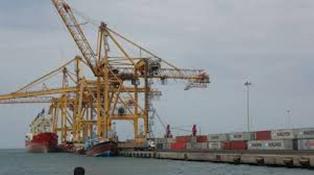 قيادة التحالف العربي: بدأنا بإصدار التصاريح لسفن وطائرات الإغاثة المتجهة إلى ميناء الحديدة ومطار صنعاء