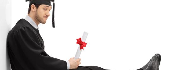 """إذا أردت أن تصبح غنياً.. لا تدرس هذه الــ """" 10 """" التخصصات بالجامعة.. بعضها قد تظنه مجالات مرموقة!"""