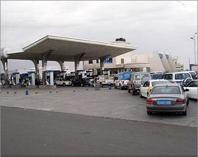 مليشيا الحوثي تقر جرعة قاتلة.. ارتفاع الوقود بنسبة 100%.. الانقلابيون يقتاتون من معانة المواطنين