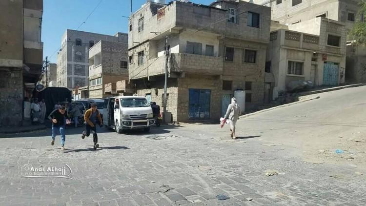 مقتل واصابة 4 مواطنين بمواجهات بين مسلحين وقنص في تعز