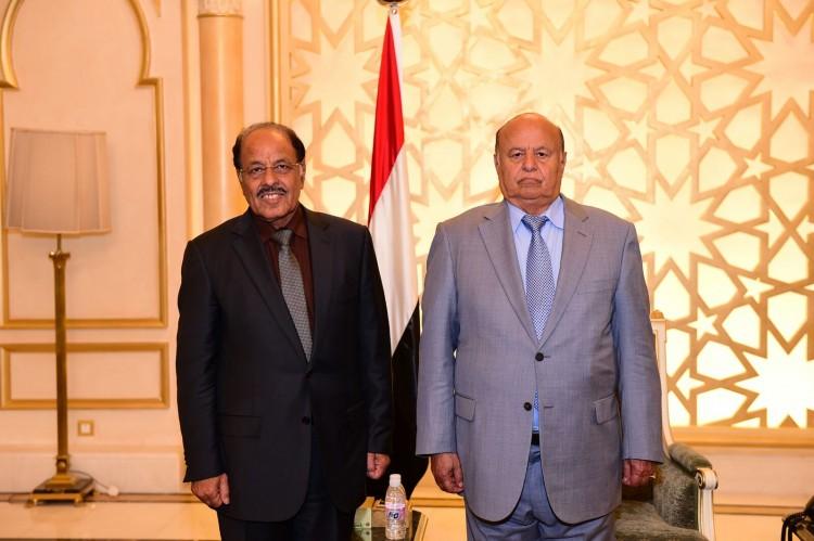 الفريق علي محسن يهنئ الرئيس هادي بمناسبة اليوبيل الذهبي لعيد الجلاء 30 نوفمبر