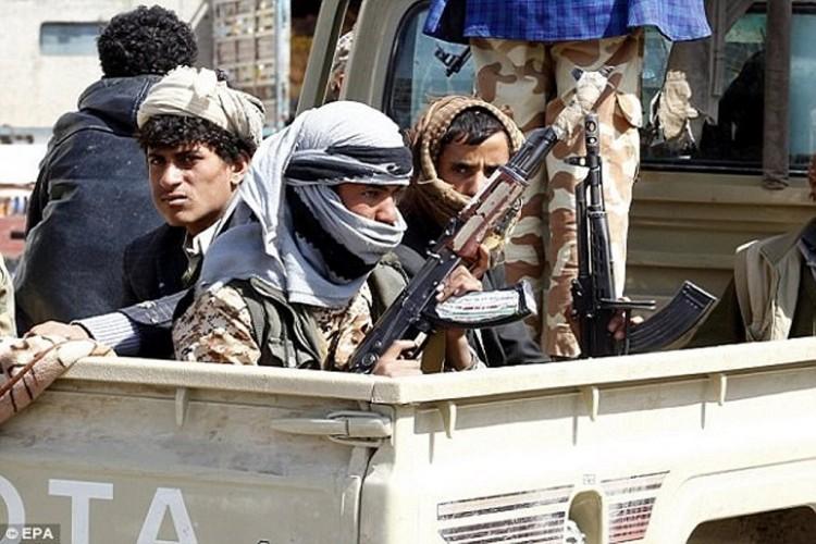 مليشيا الحوثي تداهم المنازل في صنعاء وتختطف المدنيين
