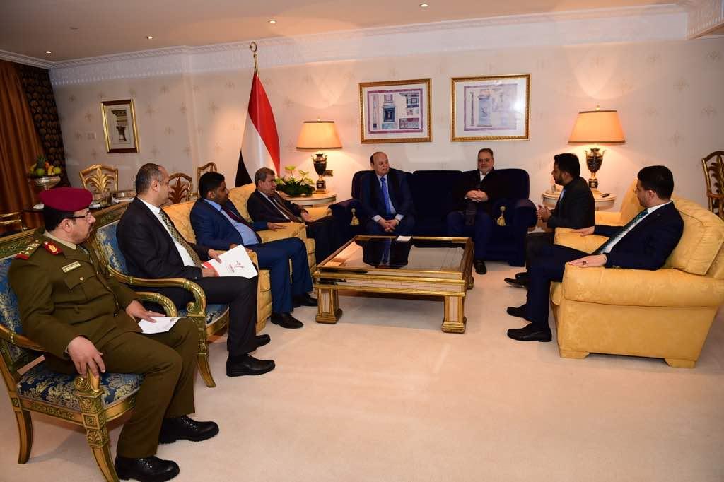 الرئيس هادي في لقائه الجالية اليمنية بتركيا: معاناة الشعب اليمني لن تطول وفجر الحرية قريب