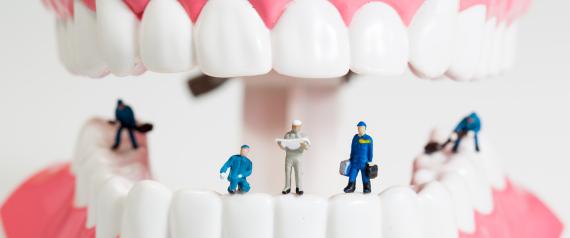 """تعرف على """" 9 """" أطعمة تنظف وتُبيِّض أسنانك بطريقةٍ طبيعية.. معلومات صادمة"""