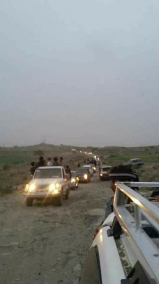 """بالصورة.. شاهد موكب عائلة """" صالح"""" وتعرف على الجهة التي أمنت الطريق لها بعد فرارها من صنعاء"""