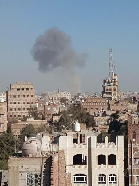 طيران التحالف العربي يشن غارات مكثفة على مواقع عدة في العاصمة صنعاء