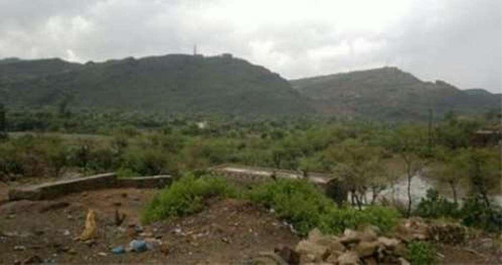 مليشيا الحوثي تقتحم قرية دار الجلال ومنطقة الحدالي في الحيمة بتعز وتفجر مسجد ومنزل
