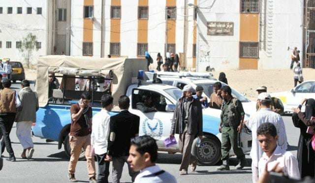 شاهد الوثائق.. شباب صنعاء يرفضون التجنيد وميليشيات الحوثي تهدد عقال الحارات