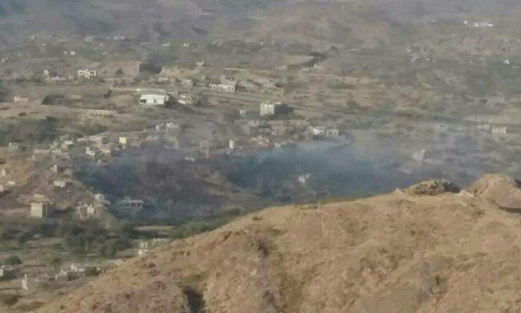 تعز: حريق هائل في منطقة مدرات يتسبب في تفجير شبكة الغام زرعتها المليشيات