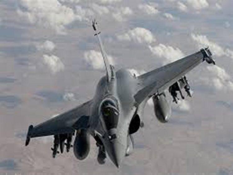أدت إلى مصرع قيادي حوثي.. غارة لطيران التحالف تستهدف تعزيزات المليشيا في حجور