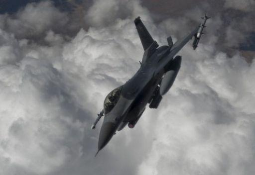 """مقتل """"14"""" شخص في ضربة خاطئة لطيران التحالف في تعز"""