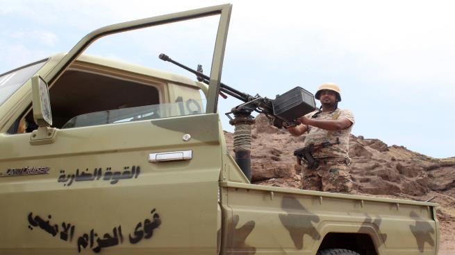 """محاولة الإمارات استنساخ """"الحزام الأمني"""" في تعز يفاقم الأزمة"""