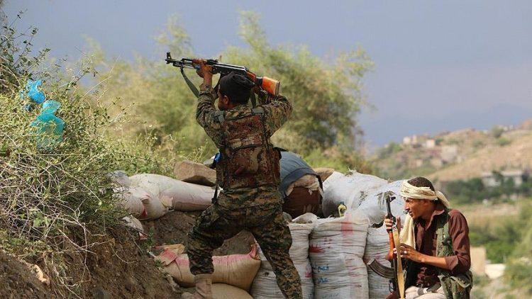 قوات الجيش والمقاومة في حيس تنفذ هجوما على مواقع مليشيا الحوثي ما بعد مثلث العدين في الحديدة