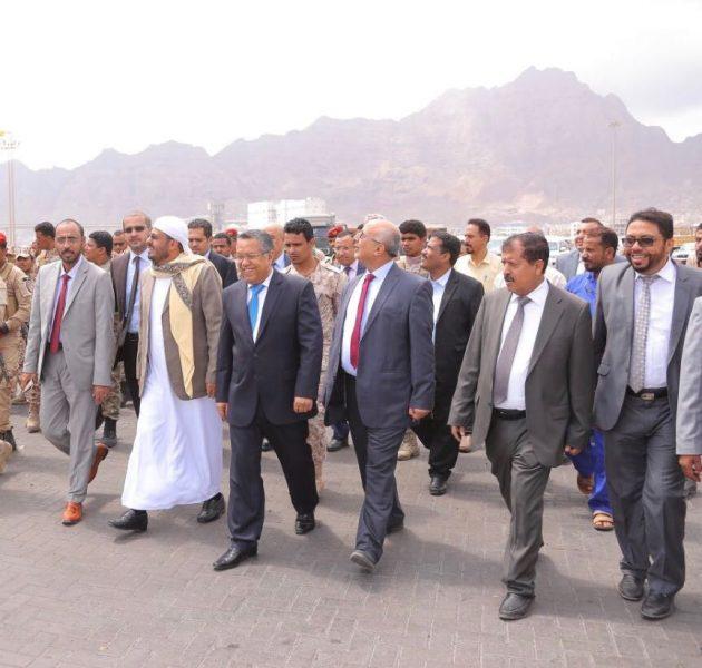 رئيس الوزراء يتفقد الاعمال التي يقوم بها ميناء عدن بالمعلا