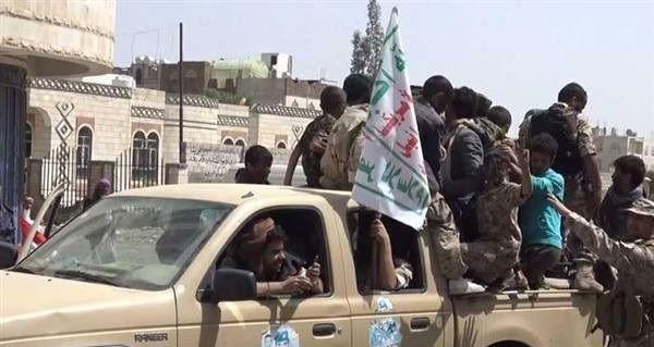 مسلحون حوثيون يلاحقون الباعة المتجولين في صنعاء ويتلفون بضائعهم