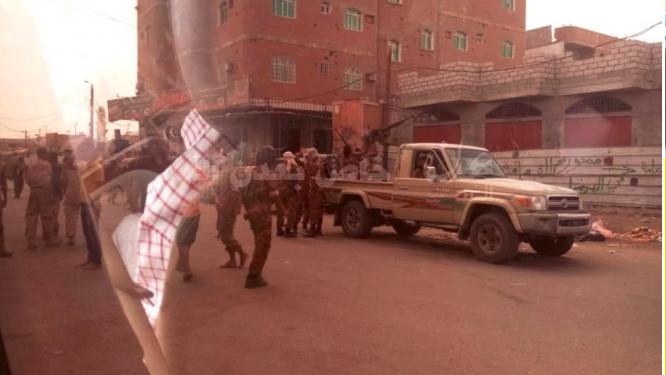 عدن.. مقتل جندي وجرح آخر في اشتباكات مسلحة بين قوات أمنية وعناصر مسلحة
