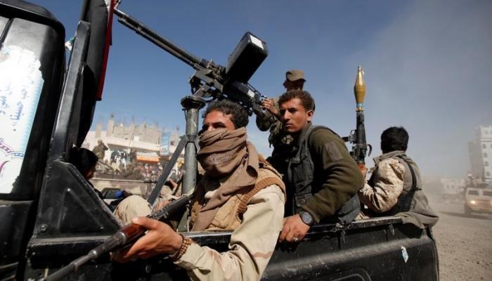مليشيا الحوثي تقتل سائق دراجة نارية في الحديدة وتسطو على مؤسسة خاصة