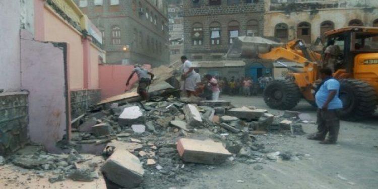 لليوم الخامس على التوالي.. تواصل حملة إزالة البناء العشوائي في العاصمة المؤقتة عدن