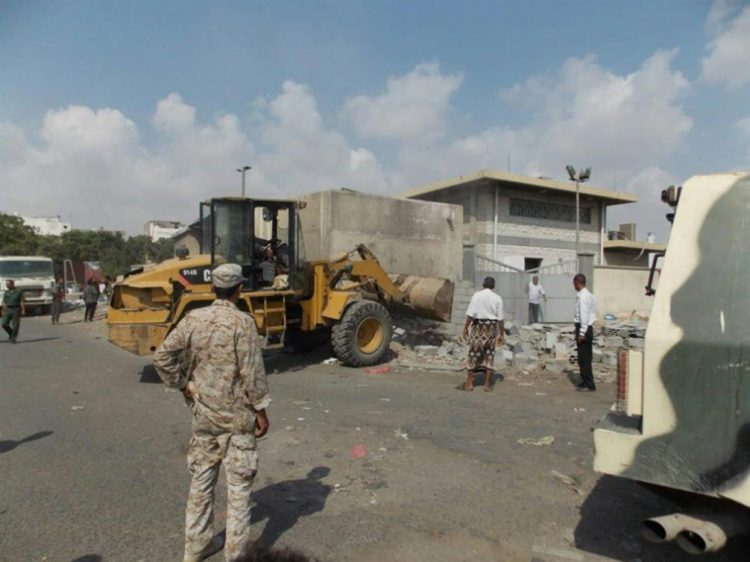 اندلاع اشتباكات مسلحة بين الحملة الامنية ومسلحين في عدن بسبب البسط العشوائي