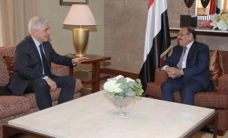 الفريق علي محسن الاحمر يشيد بدور روسيا الداعم للحكومة الشرعية في اليمن
