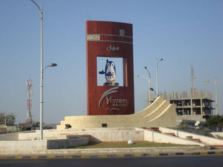 """الحوثيون يعيدون تشغيل انترنت البيانات """"يمن موبايل"""" في الحديدة"""