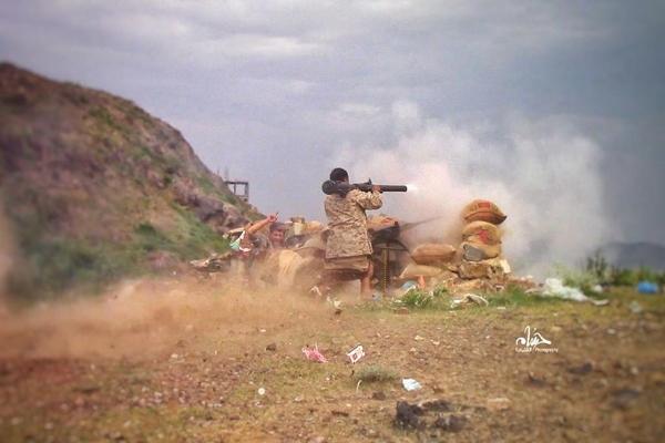 مصرع وإصابة عدد من عناصر مليشيا الحوثي بمحاولة تسلل فاشلة غرب تعز