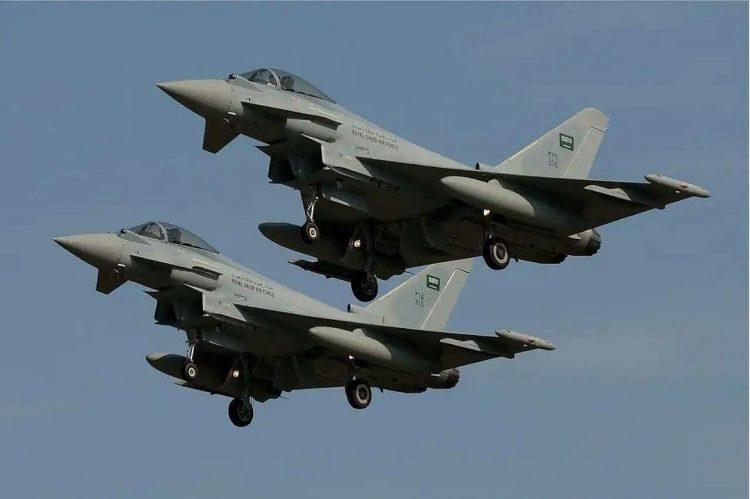  حجة: طيران التحالف يستهدف تجمعات مليشيا الحوثي ويكبدها خسائر فادحة في حجور