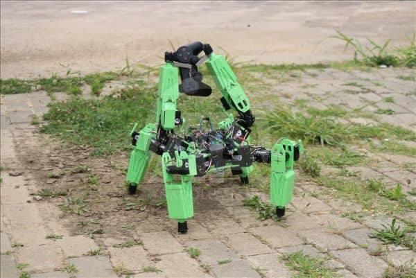أتراك يطورون روبوتا بإمكانه تنفيذ مهام عسكرية بالأراضي القاحلة