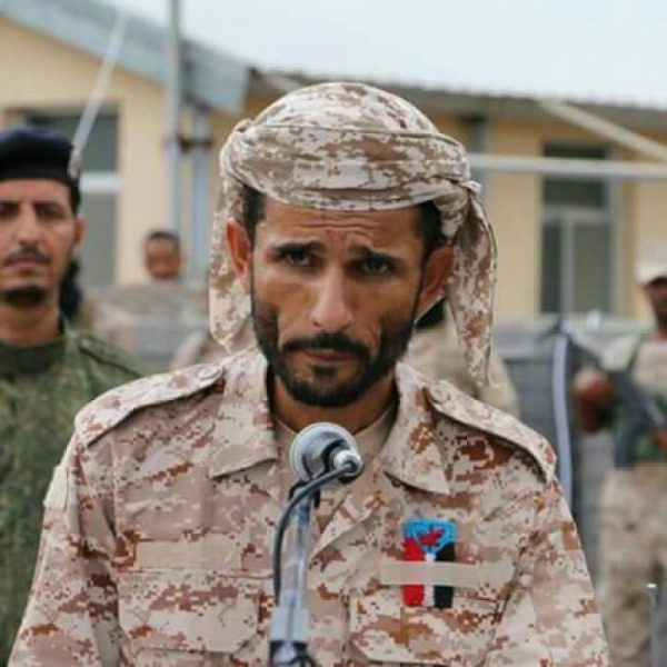 """بالفيديو.. القيادي في الحزام الامني """"أبو اليمامة"""" يهدد بطرد الحكومة الشرعية بقوة السلاح خلال أيام"""