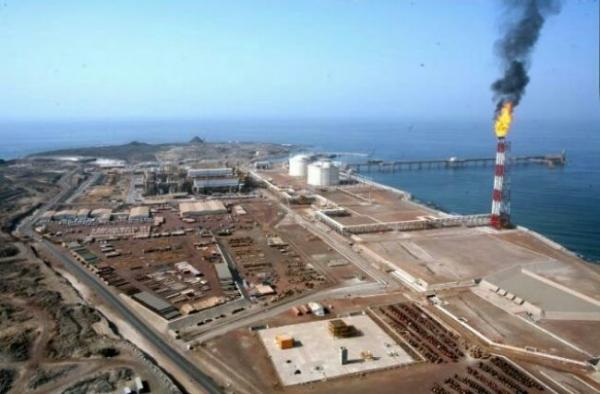 وزارة النفط تعلن نجاح أول عملية تصدير للنفط من شبوة وتقول أن المحافظة ستحصل على 20% من الإيرادات