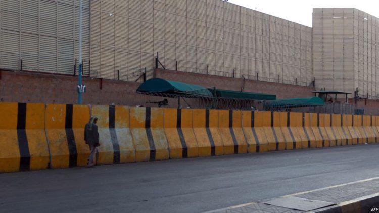 عناصر حوثية تختطف بنت من أمام السفارة السعودية في صنعاء