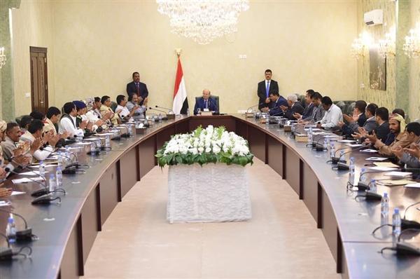 رئيس الجمهورية يلتقي قيادات الجوف ويوجه بصرف مليار ريال لتغطية احتياجات المحافظة